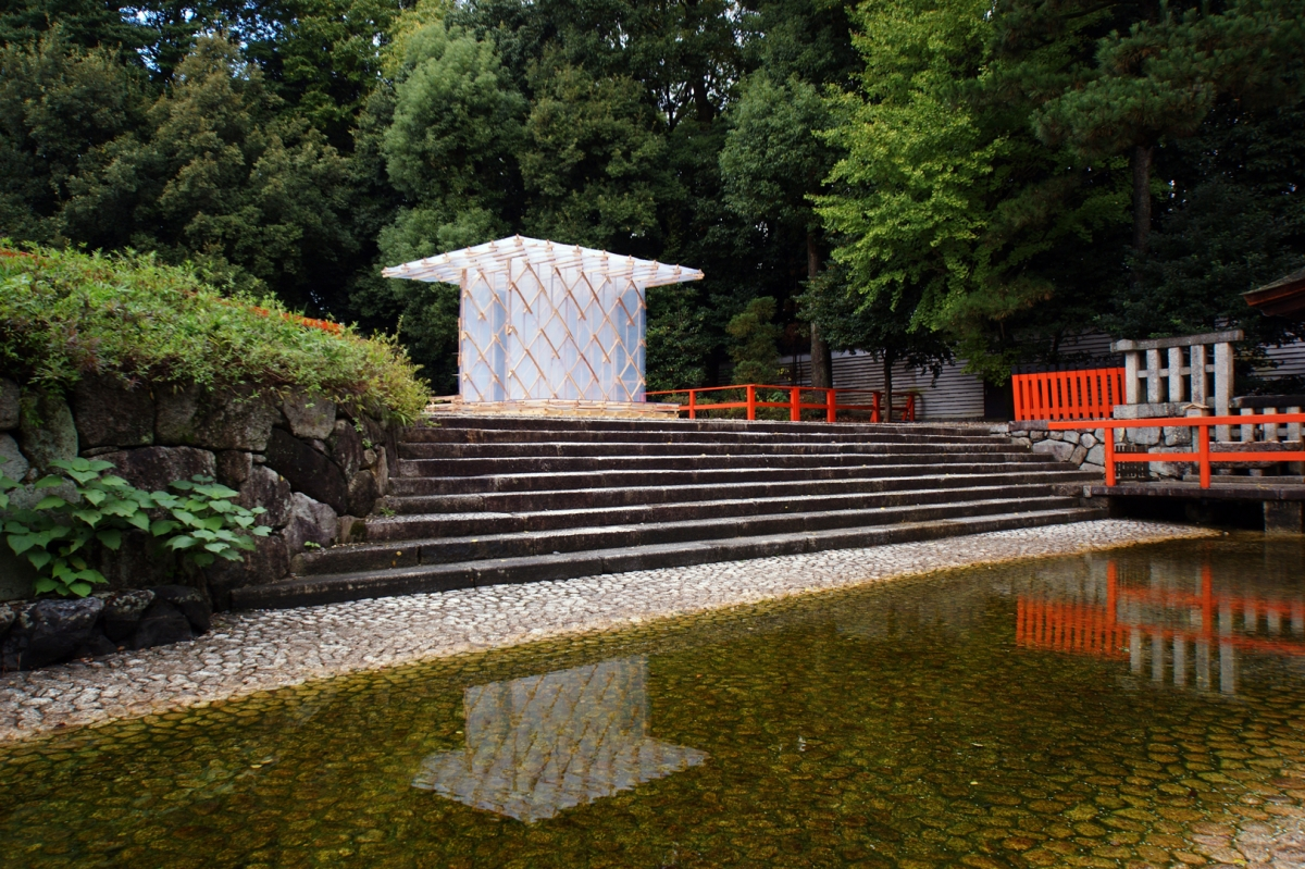 Kengo Kuma, Pavilion Hōjō-an, built for the 800 anniversary of Kamo no Chômei in Shimogamojinja Shrine, Kyôto, 2013, Foto: Kengo Kuma & Associates