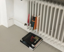 Alex Bienstock, Artist Jason Hirata chooses items from library. He exhibits those items however he wants. He returns them before they are due., 2019, Bücher, Foto: N. de Ligt