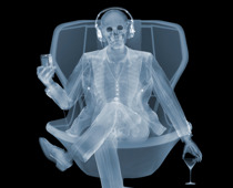 Nick Veasey, Easy Listener, 2018 © the artist