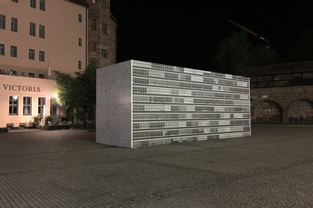 Bettina Pousttchi, UNN (United Nations Nuremberg), 2018, 12 x 4 x 5 Meter, Foto: N. de Ligt